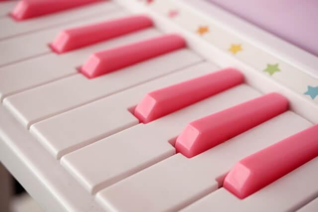 音の出る絵本(ピアノ)で子供の音への興味をチェック!